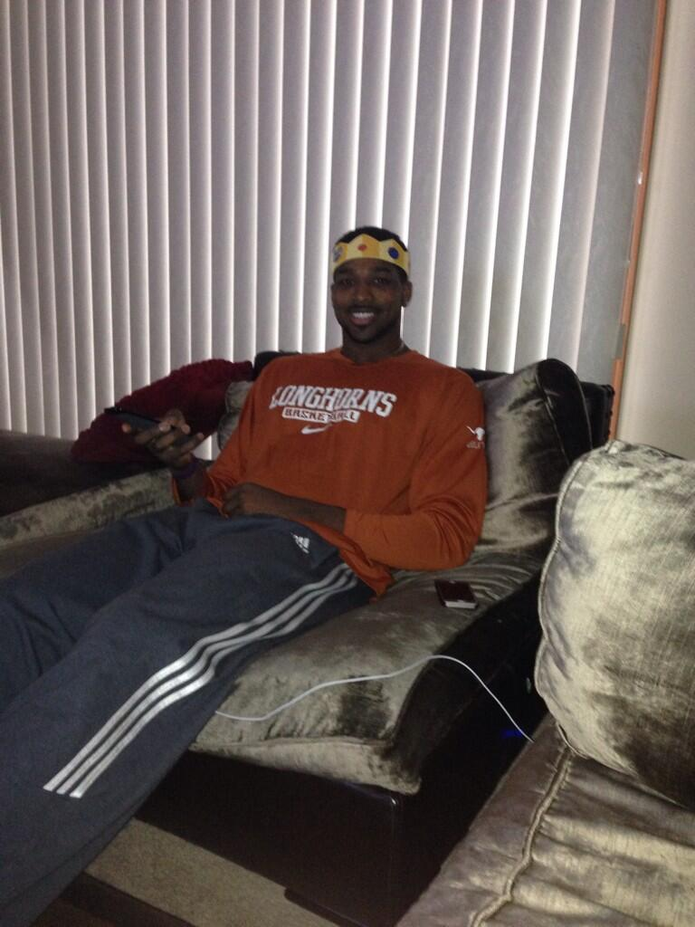 So ready to #WatchLikeaKing  #MarchMadness @BurgerKing What do you think? #Longhorns2015 #spon http://t.co/LSdNeUpcso