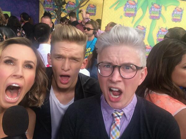 Putting on their best #SlimeSelfie faces @CodySimpson @TylerOakley & @KeltieKnight at #KCA w #Insider http://t.co/4Uvi9gSSrV
