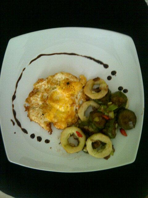 @JuliaDee2 want to join my breakfast cooking fast ala dumi #chefdumi pic.twitter.com/R5TYAa2e3R