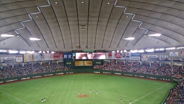 伝統の一戦! (@ 東京ドーム (Tokyo Dome) w/ @mighty_mai) http://t.co/6gg2rqvwaP http://t.co/hnJKabyukk