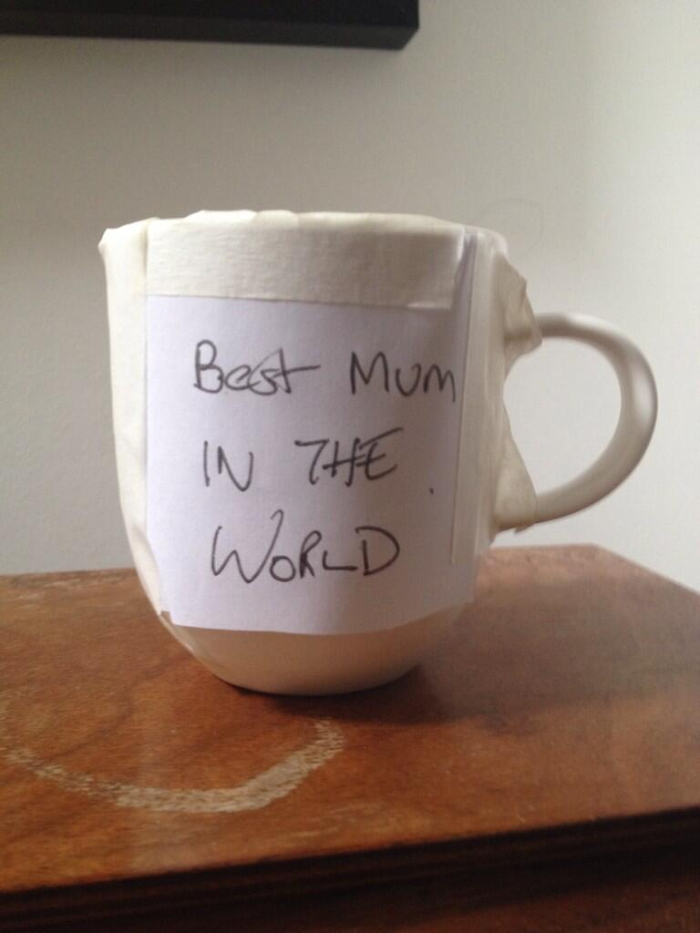 Forgot to get a gift for my mum but I sure managed to save the day with this http://t.co/8B1EqhNO11