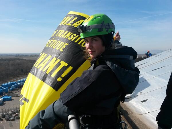 #action #Fessenheim #TheEnd Les yeux dans les yeux : stop au risque nucléaire en Europe ! http://t.co/h5XLznSUrD