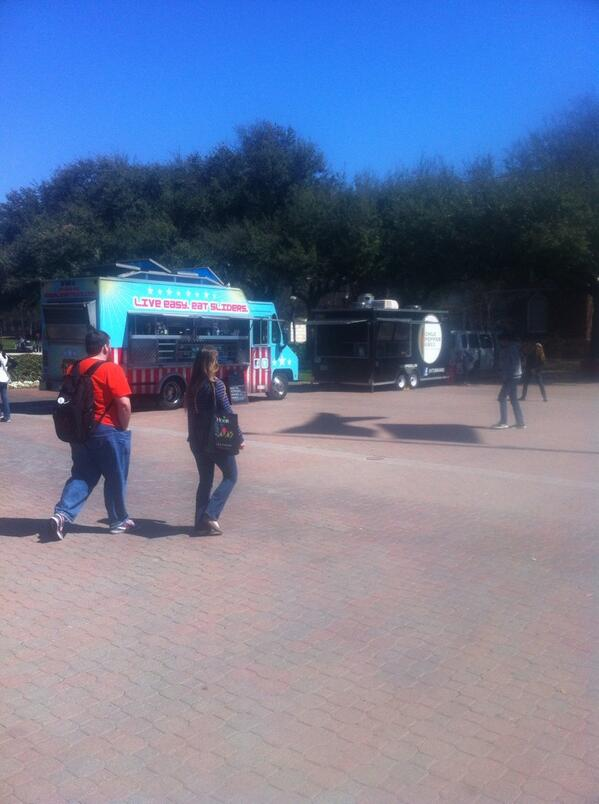 Good day for food trucks. #smuspirit http://t.co/gk0xfPYyHN