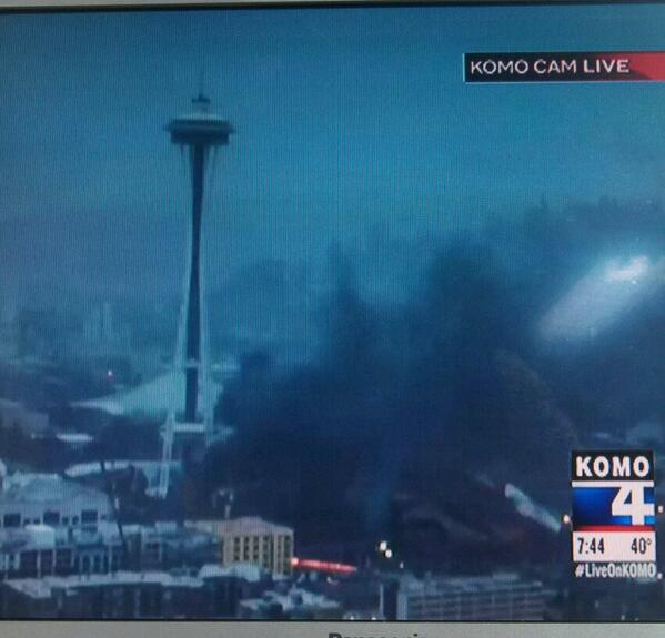 #Helicopter just crashed near the #Spaceneedle ! http://t.co/otLE1FEBbD