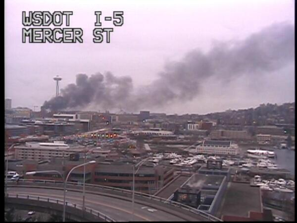 Sounds like a helicopter has crashed near the Seattle Center, causing this huge cloud of black smoke. http://t.co/HSRdUqqn8x