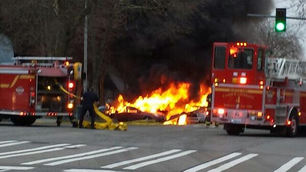 KOMO news helicopter crashes. Prayers to our friends. #breakingnews #DirectorTweet http://t.co/Inahnzy4wE