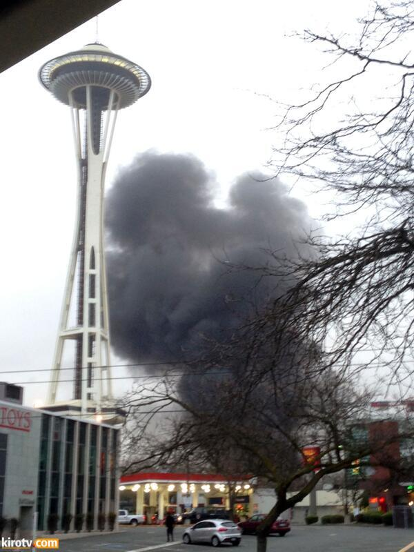 #BREAKING: KOMO-TV News helicopter has crashed near station and Seattle Space Needle.  Confirmed to KING-TV. http://t.co/vrRmyEQ8bv