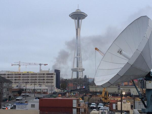 Smoke from crash of KOMO helicopter from roof of KING. 2 vehicles involved too. http://t.co/RU1jaciwMy