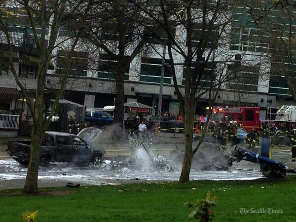 2 die in news helicopter crash at KOMO-TV. (@MikeSiegel7 /ST) Updates here: http://t.co/pkyIX3xscJ http://t.co/EuzSUynWcF