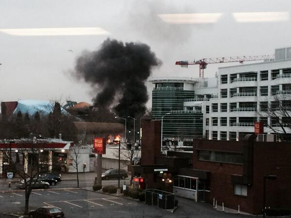 KOMO TV helicopter crashed. We were in a meeting at 3rd & Broad. Terrible sight. http://t.co/hehvMyV8cR