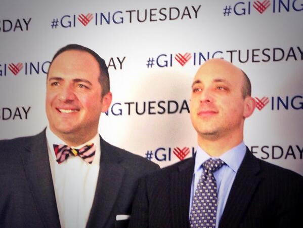 Great photo of @J0NATHAN_G, @WhiteHouse Dir of Social Innovation w/@ASherinian of the @unfoundation. #GivingTuesday http://t.co/1pC63Pd6nD