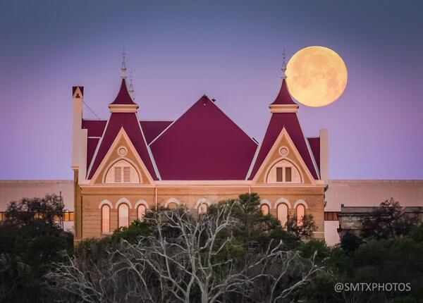 The Main in the Moon #TXST http://t.co/nZL1GKt6xH
