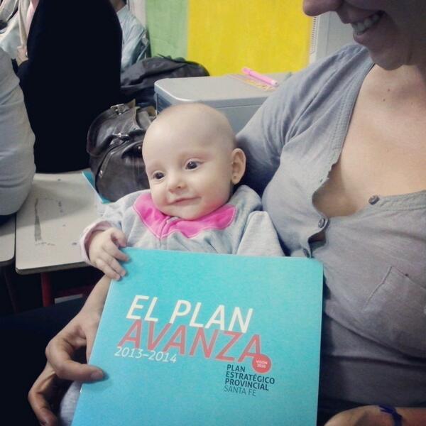 Con uds. Lucia de 4 meses, la participante mas joven de las #AsambleasCiudadanas en #Rosario http://t.co/BGyalgTIFV