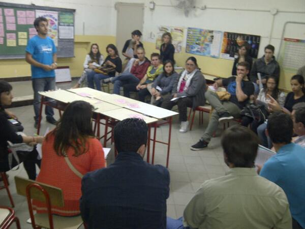 #AsambleaCiudadana #Region4 debatiendo q queremos en una ley d Juventudes para #SantaFe? #SantaFeAvanza Participando http://t.co/SvaKgmIlRr