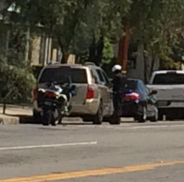 Burbank MotoCop busting people on Victory & Buena Vista (CC: @MrCheckpoint) http://t.co/IqHhduYL61