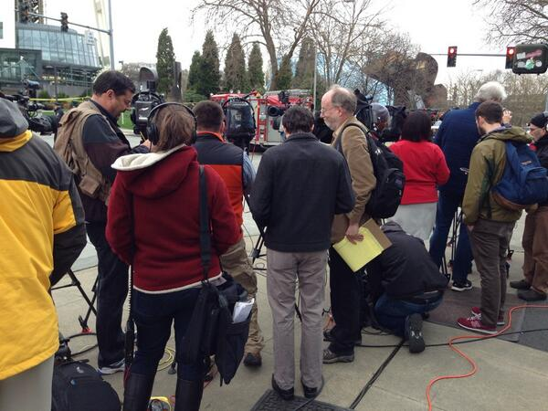 Big media scrum covering a story that hits close to home-- the crash of a KOMO news helicopter at Seattle Center. http://t.co/Ni59tk1PDn
