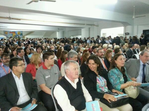 #Ahora #Rosario Cientos de vecinos de la Región 4 participan de las #AsambleasCiudadanas en la Escuela N° 64 http://t.co/2E1yjkGRO3