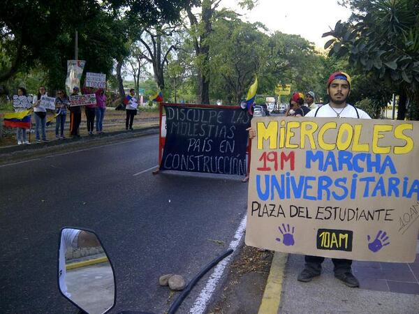 #19M Estudiantes acompañados de la Soc. Civil nos concentraremos en la Plaza del Estudiante a las 10am. http://t.co/xSXrmMtHJg