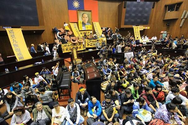 Citizens of Taiwan are now occupying the Legislative Yuan. Read more: http://t.co/blWRVDLa8N | Support Taiwan! http://t.co/uQyCqyB6g4