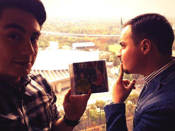 En mis manos el disco #EdicionEspecial  de @RioRomamx quien ya lo tiene??? Es lo que esta pensando @Raul_Roma http://t.co/CpXOJUVwff