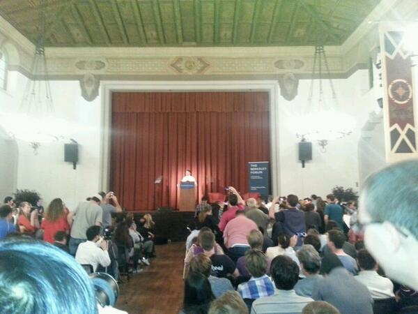 Rand Paul hits the stage at UC Berkeley. It's happening! #randpaul http://t.co/0imCKBI76V