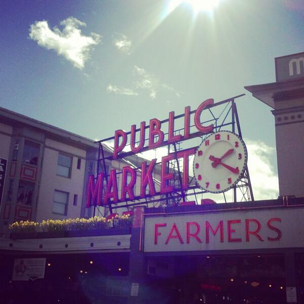 Free daffodils tomorrow at @pike_place! #daffodilday #spring #seattle (details: http://t.co/7pykwjTK36) http://t.co/Z0tLCCUKzr