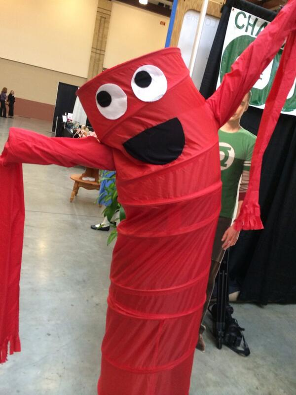 Hanging out w/ Wacky Waver at #EXPOcha. We like to think of her as Wacky Blood Vessel. http://t.co/AkWEficZYa