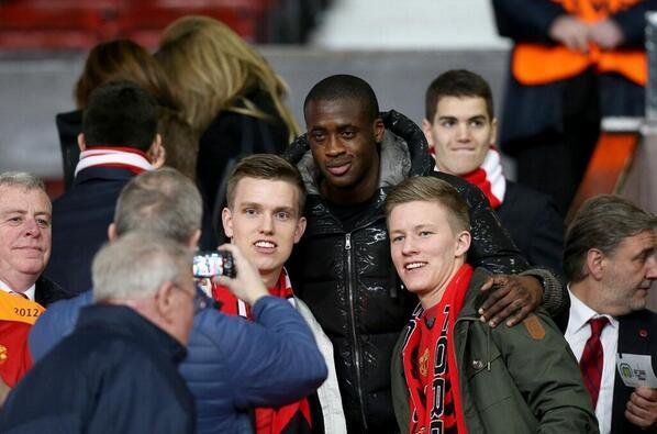 Man Citys Yaya Toure took pictures with Man United fans at the Olympiakos game