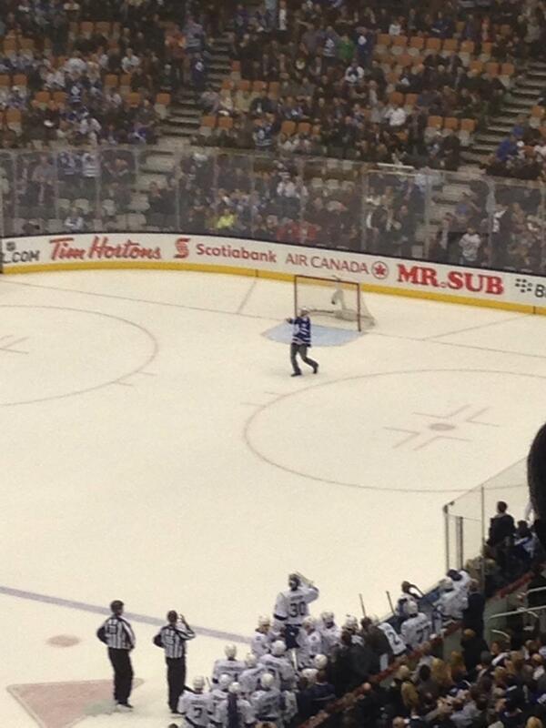 A fan on the ice!!! RT @asinghhhh: WOOOOOO http://t.co/d6iYyXuv7s