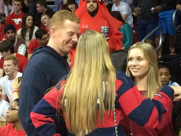 Jason Garrett is not a fair weather @SMU Mustangs basketball fan. Rooting on the squad against UC-Irvine http://t.co/ZxBnRHh0xb