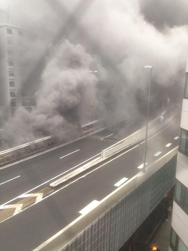 渋谷付近の首都高、すごい煙っ!!! http://t.co/nebmrdi54k