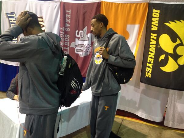 #Vols checking in at airport. #RaleighBound http://t.co/UMoL4ziimK