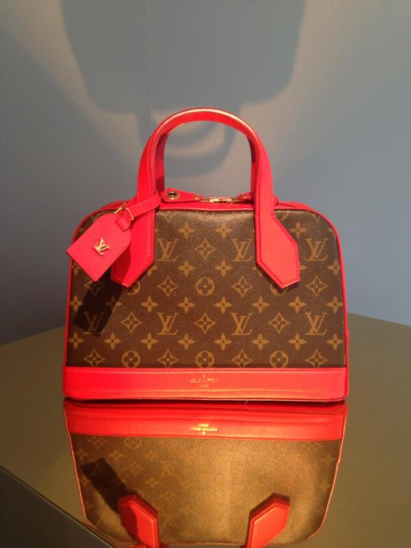 The incredible new @louisvuitton bag by Nicolas Ghesquire: how much do we love this? http://t.co/Nn9PUaNc1x