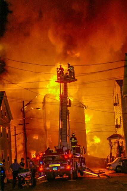 #throwbackthursday  Peabody Ma., TowerLadder 2 going to work http://t.co/kKBBQCt1uk