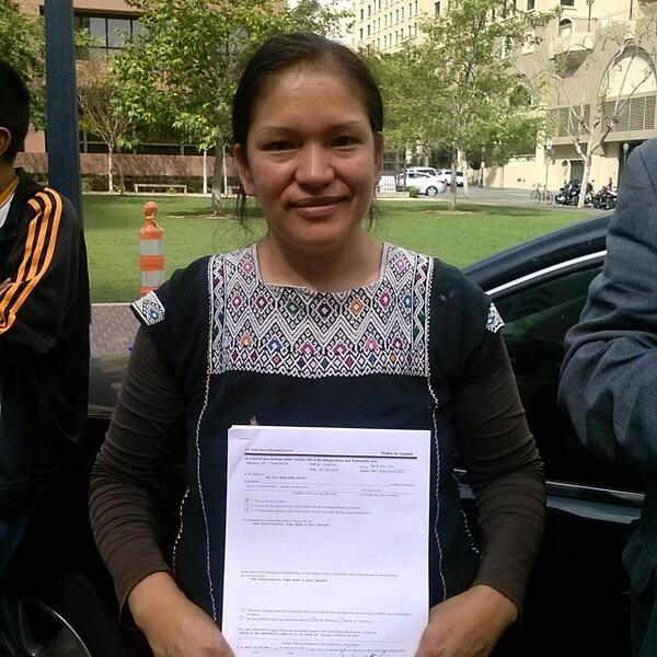 Deported activist Elvira Arellano released! Vigil tonight for #Reform150 families: 7PM, 880 Front St San Diego CA http://t.co/uJjIhztaz7