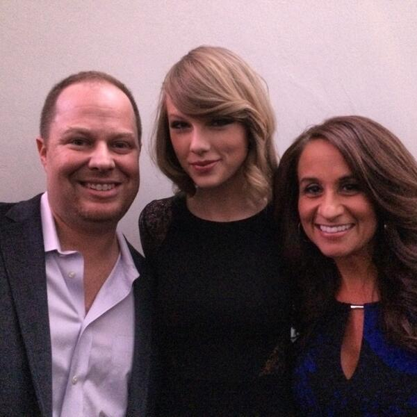 Great running into @taylorswift13 and @AudreyPuente tonight! http://t.co/pJWL7NRZh9