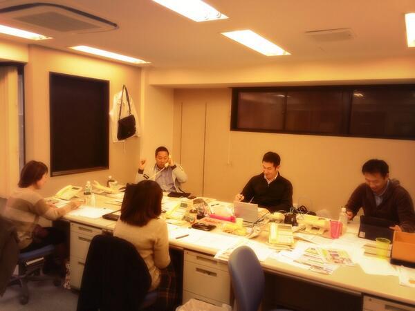 維新本部に到着。大阪都構想についての疑問を大阪維新の議員さん達が、分かりやすくお答えしてます。皆さん是非、大阪都構想についてお気軽にお問い合わせ下さい。皆さんのご意見をお寄せ下さい❗️電話番号は0120-936-573(フリーボイス) http://t.co/a5hOGfCkoM
