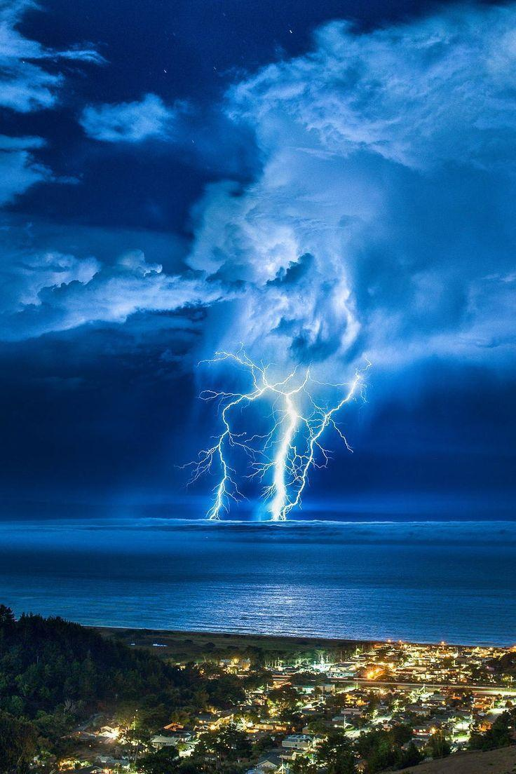 Twitter / zaibatsu: Lightning Strike over the ...