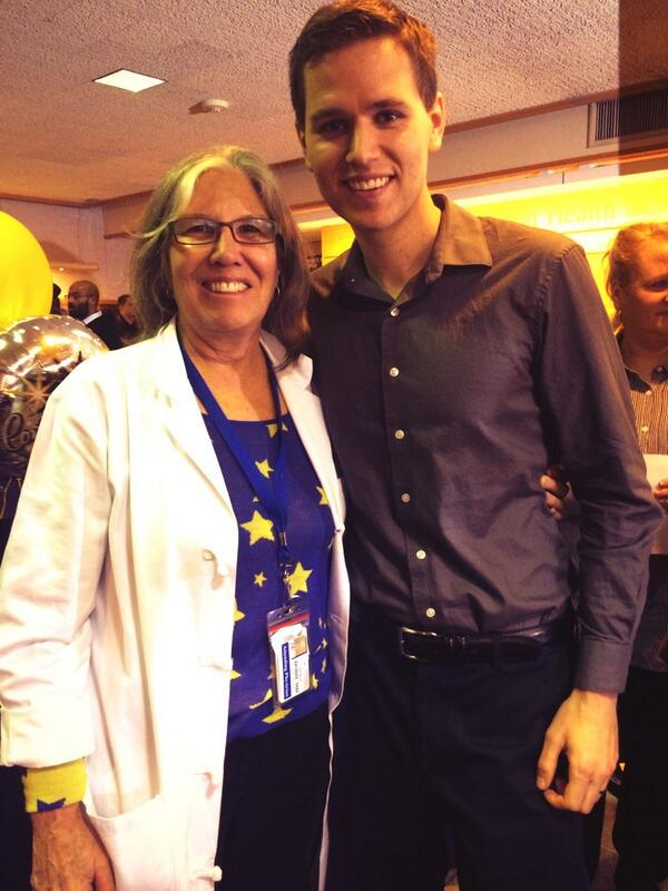 This guy's @MayoClinic bound, standing w/ family med Dr. Sharon Dobie! #HuskyMatch #Match2014 http://t.co/ezi151ZhRY