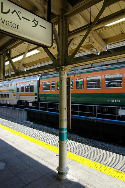 『東京駅の「百歳ホーム屋根」撤去へ…一部は保存(読売)』…東京駅開業の1914年から使われ続けたホーム屋根と鋳鉄柱が,付け替えのため撤去されるらしい。どのようなかたちで保存されるんだろう… http://t.co/QvpaocyiVr http://t.co/dLBZMncf0d