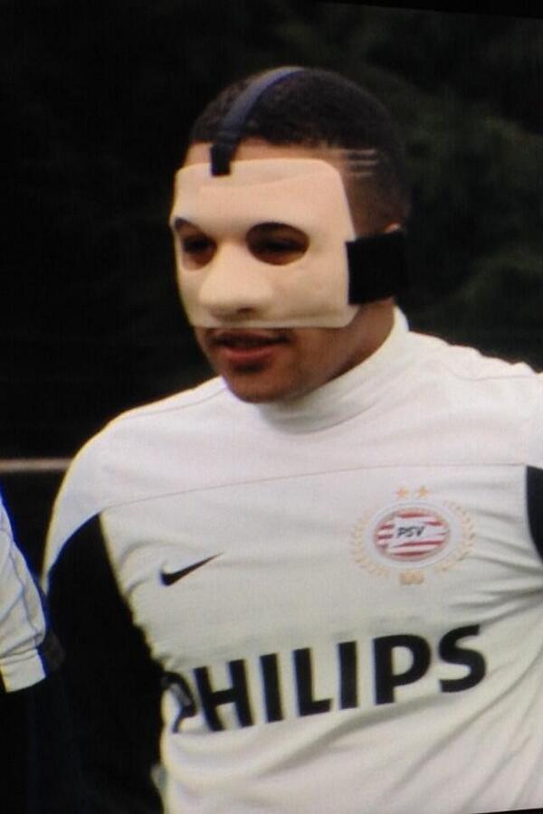 PSVs Memphis Depay to wear an unbelievable mask v Roda after damaging eye socket [Pictures]