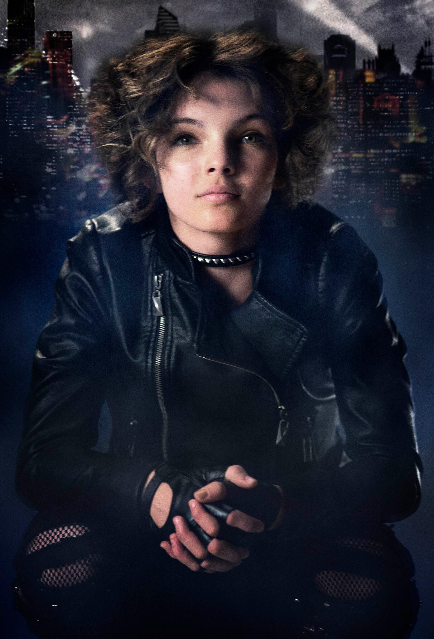 Gotham Pictures of Catwoman and Detective Bullock for the new tv show BjRCuauCAAATi7q