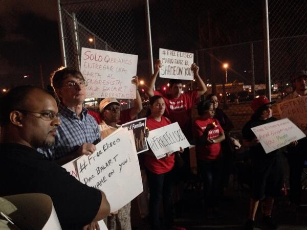 Just your typical Friday night in Miami. #FreeEliseo #1u #TimeIsNow http://t.co/iGb9xngwEl