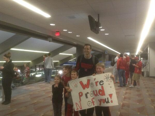 @CoachMiles ...welcome back...thanks for taking time for pics, and for the great season!!! http://t.co/hAVZl8eNa3