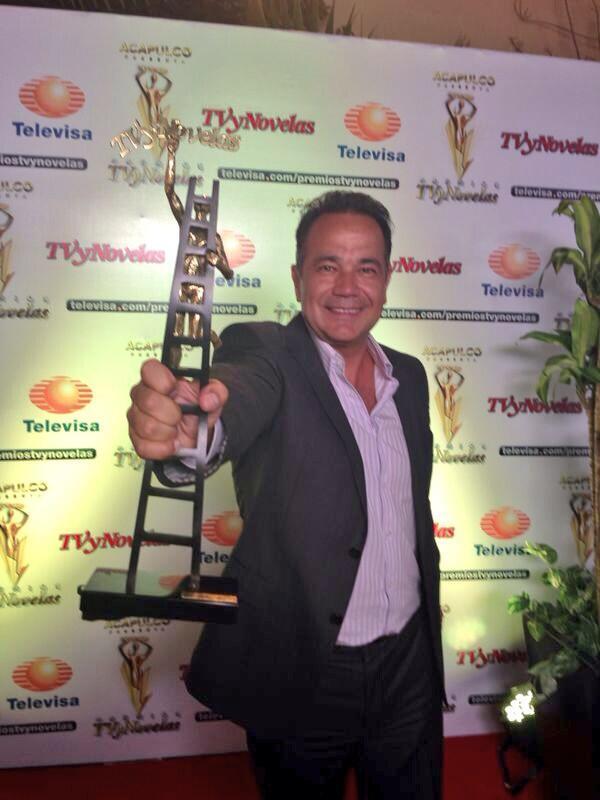 """Premios TVyNovelas 2014"" BjTkmrLCUAAEjE5"