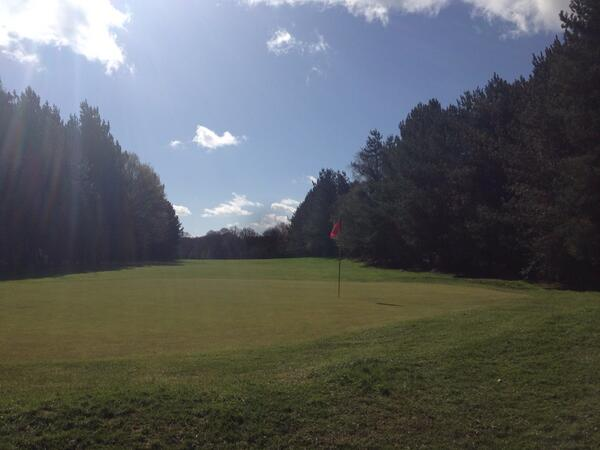 Hemsted Forest looking great yesterday. Greens firming up nicely after being cored and dressed. http://t.co/sz7Vcy1Jyw