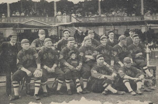 !! RT @SouthSideSox: Here's a photo of the White Sox at Sydney Cricket Ground 100 years ago. http://t.co/sWBaVkYcnP http://t.co/E1sbiFHPFL