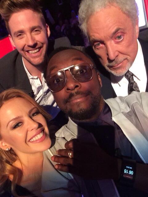#4selfies is better than #1selfie on #theVOICEuk...its TIME for the lives... http://t.co/fonrOFDch7