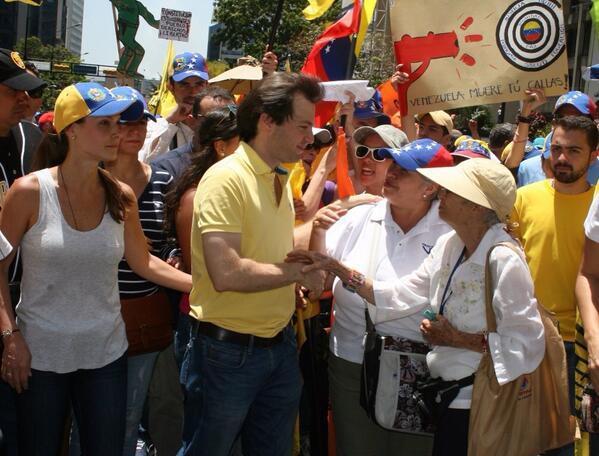 #22M El alcalde @ramonmuchacho acompañó la movilización de miles de caraqueños este sábado. http://t.co/RiOTj90uga