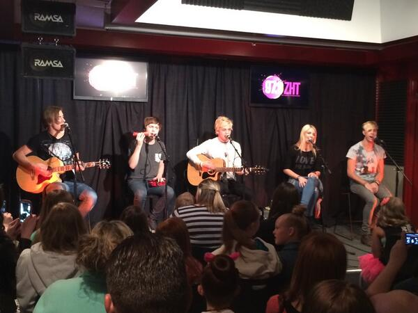 The R5 private lounge performance has started! #R5onZHT http://t.co/a289Ay5JZF